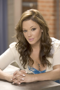 Carrie Heffernan (Leah Remini)